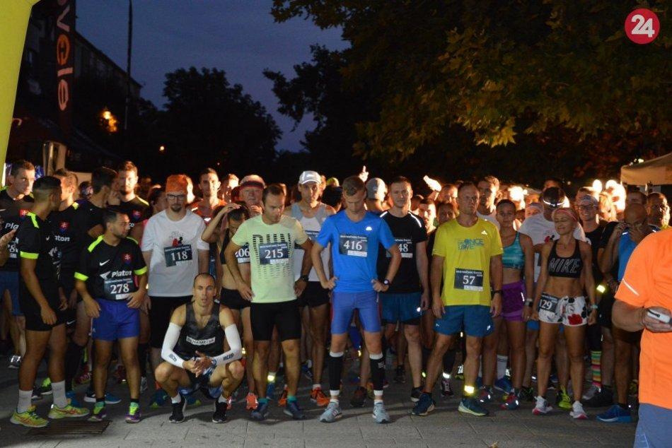 Konal sa Beh nočnou Šaľou: Dobehlo 435 účastníkov, FOTO