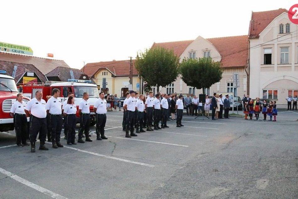 Fiľakovskí dobrovoľní hasiči získali nové zásahové vozidlo