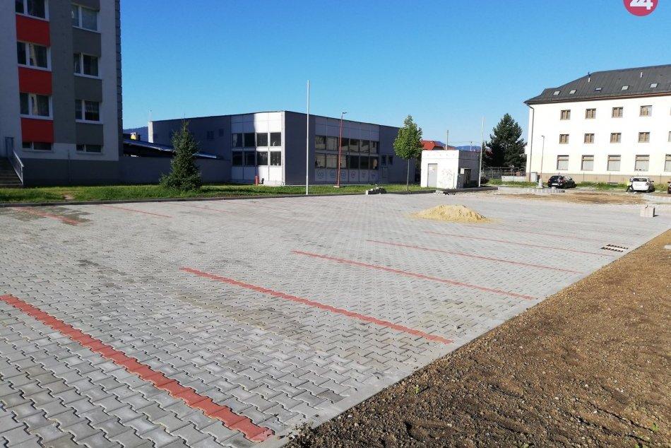 Parkovisko na sídlisku Západ bude čoskoro hotové: Prinášame zábery z miesta
