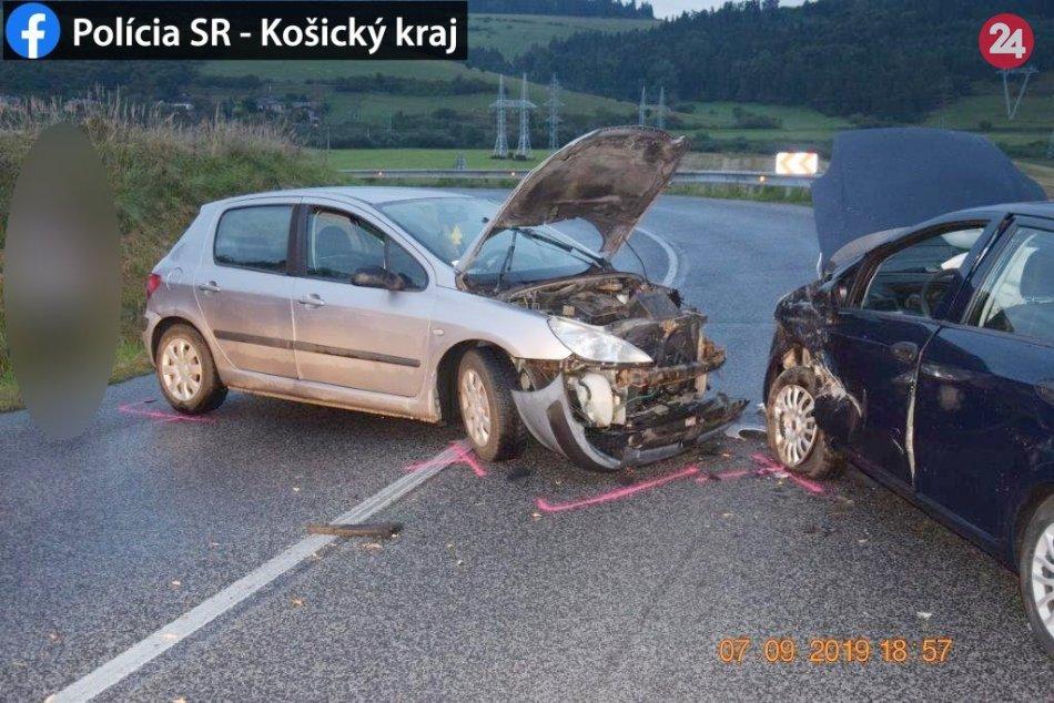 V okrese Spišská došlo k čelnej zrážke vozidiel: FOTKY z miesta