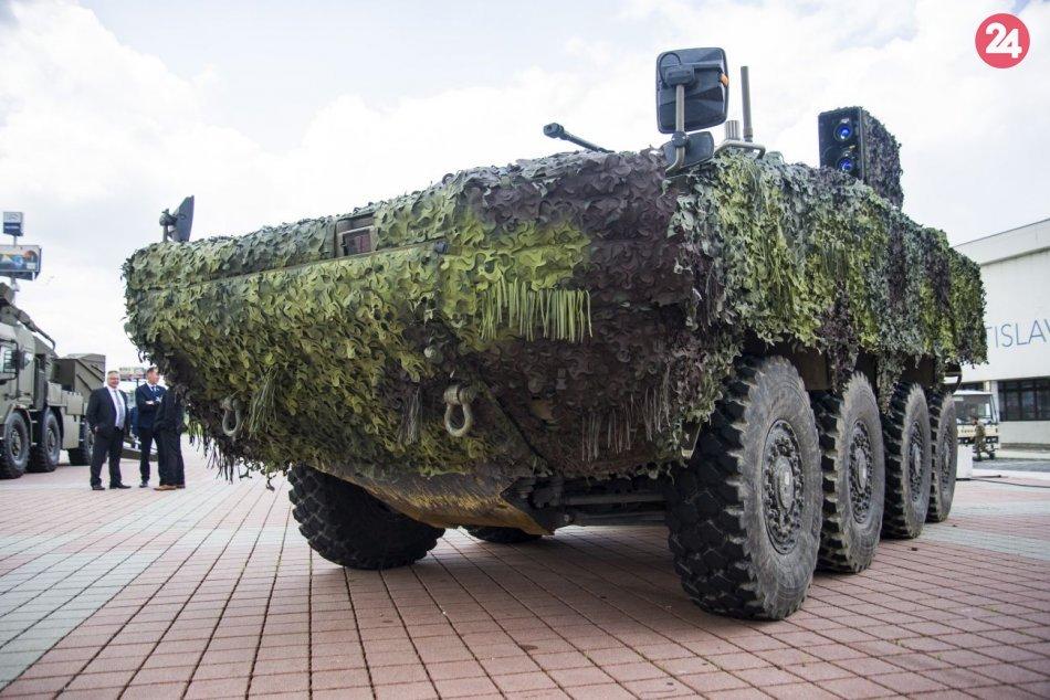 Armádne vozidlo 8x8