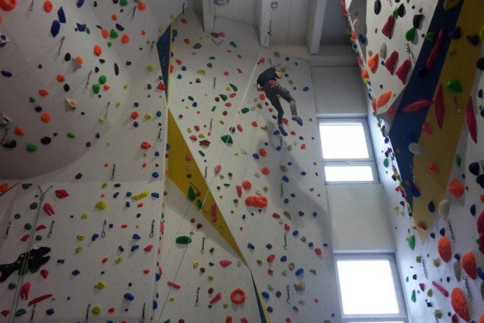 Nové lezecká stena v Považskej Bystrici: Zábery z jej otvorenia