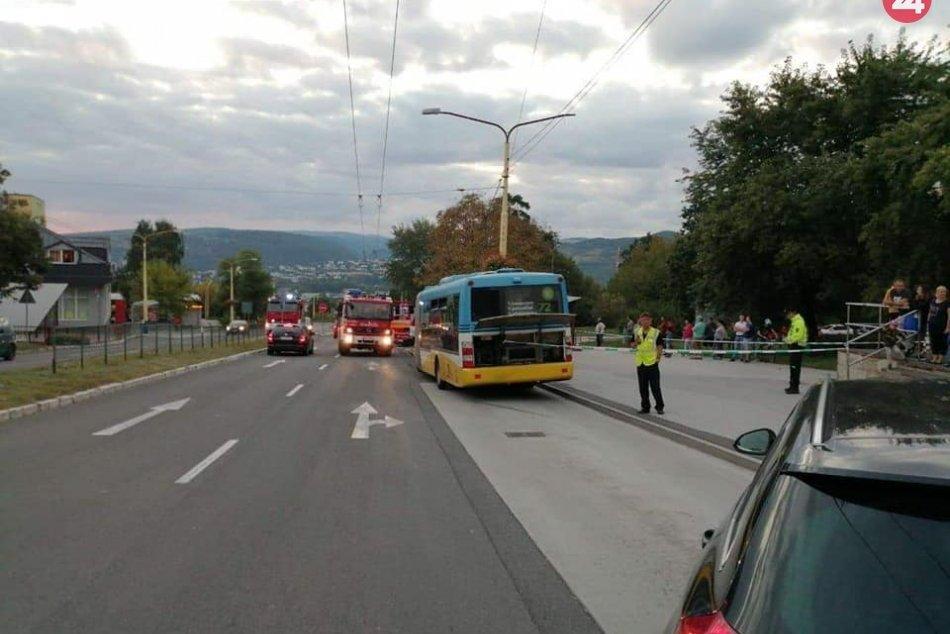 Na sídlisku Dargovských hrdinov sa z kopca rútil autobus