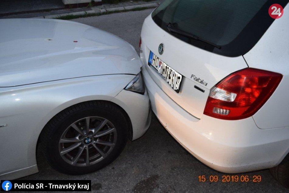 Vodič (27) BMW z Nitry nabúral v Hlohovci do auta a zaspal: Nafúkal 1,71 promile