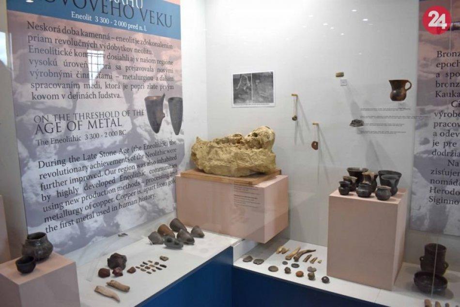 Zbierky Trenčianskeho hradu obohatil kostrový hrob dieťaťa z doby bronzovej