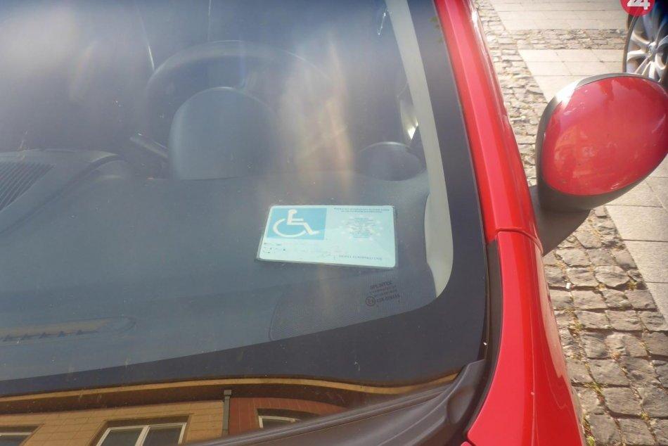 V OBRAZOCH: Falošné parkovacie preukazy ZŤP