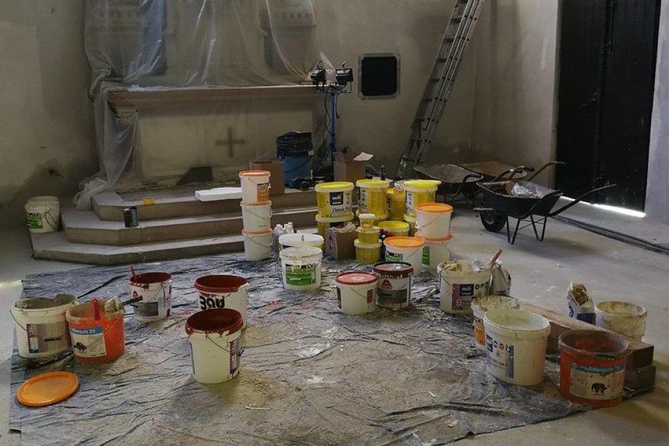 Ako postúpili práce? FOTO zo 7. týždňa obnovy farského kostola v Humennom