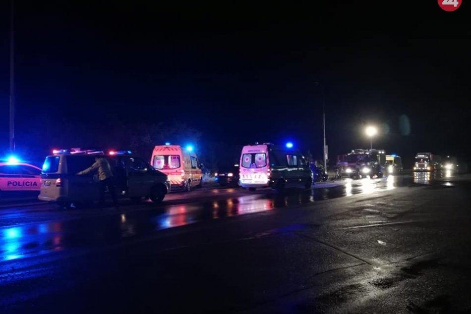 FOTO z miesta: Pri nehode taxíka a auta sa zranilo niekoľko ľudí