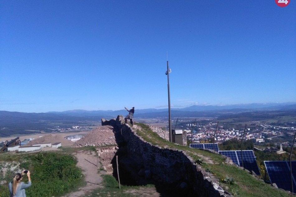 V OBRAZOCH: Pustý hrad je prvou stredovekou pamiatkou s kamerou Živej panorámy