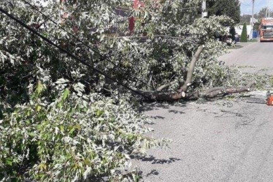 Víchrica napáchala materiálne škody aj v Nových Zámkoch