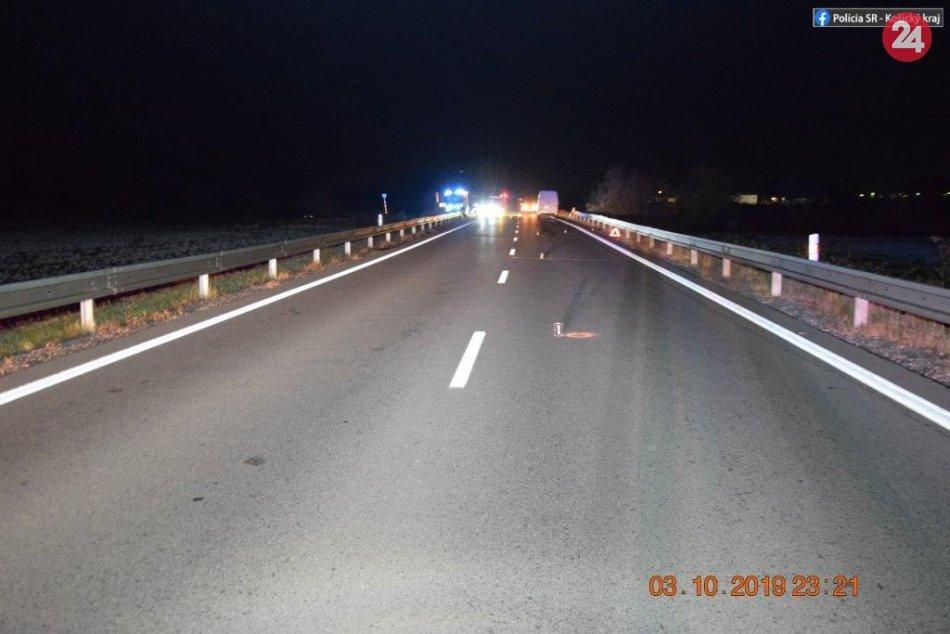 Foto z miesta nešťastia: Chodec neprežil zrážku s dodávkou