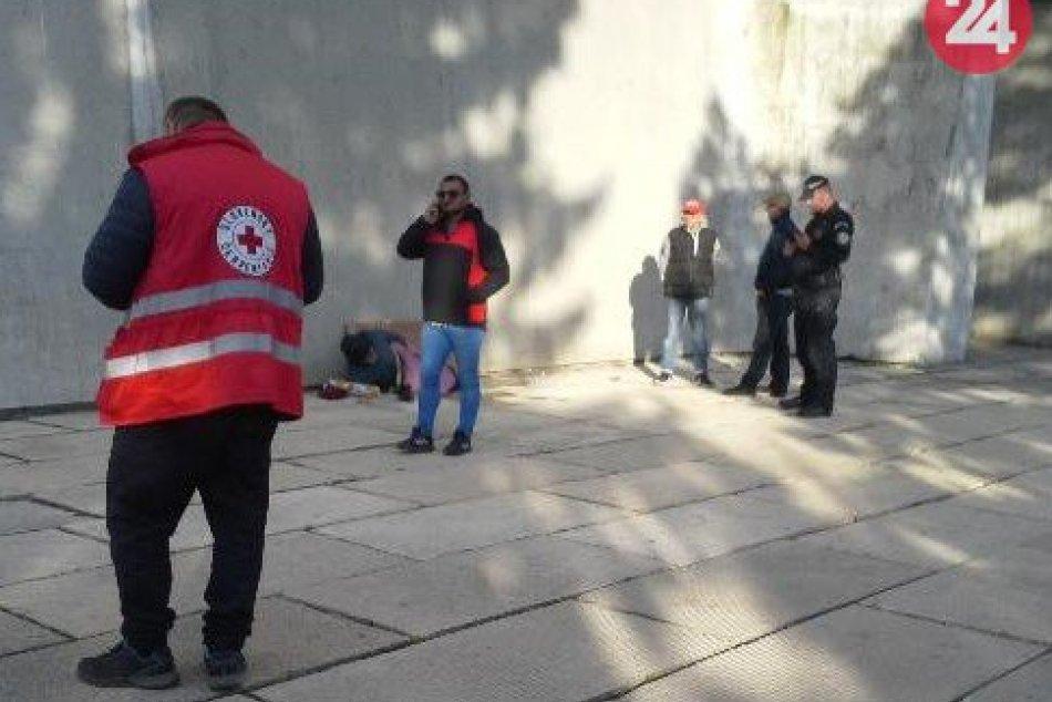 V OBRAZOCH: Bezdomovec pri Pamätníku SNP