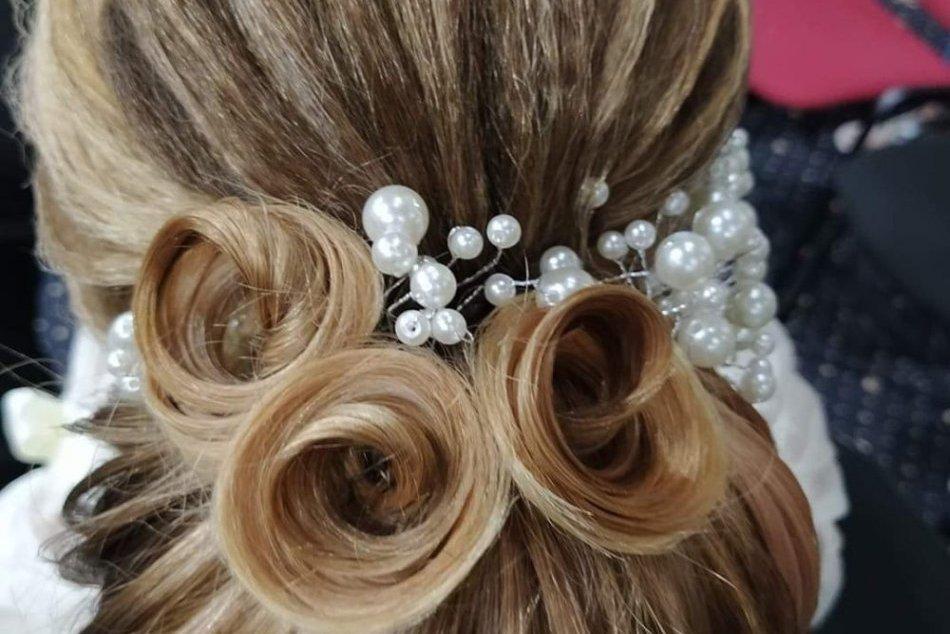 Humenská študentka triumfovala v súťaži: Toto je jej víťazný svadobný účes