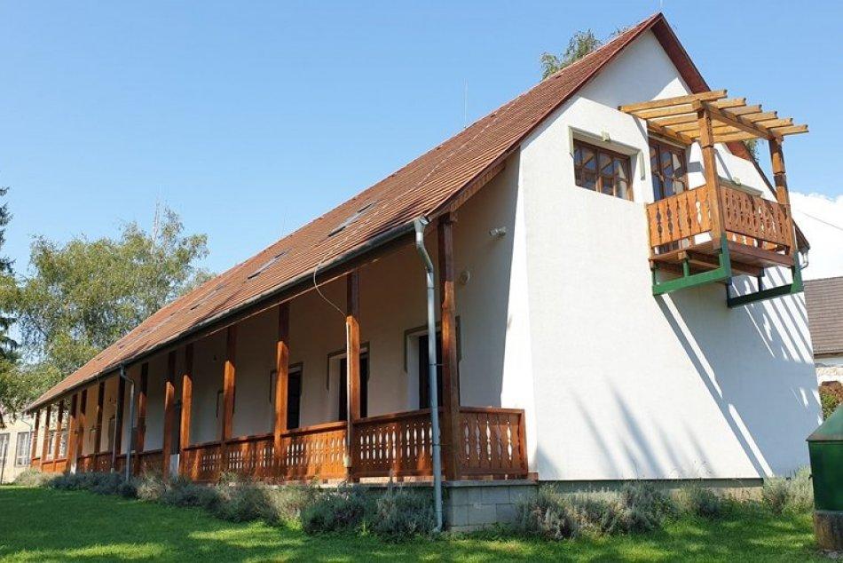 Obrazom: Bývalá cirkevná škola v Brzotíne sa zmení na detský domov