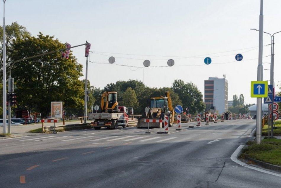 AKTUÁLNE FOTO: Rekonštrukcia Univerzitného mosta v Nitre je v plnom prúde