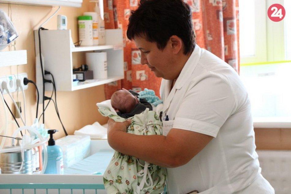 Nemocnica v Zámkoch dostala nové monitory dychu pre novorodencov