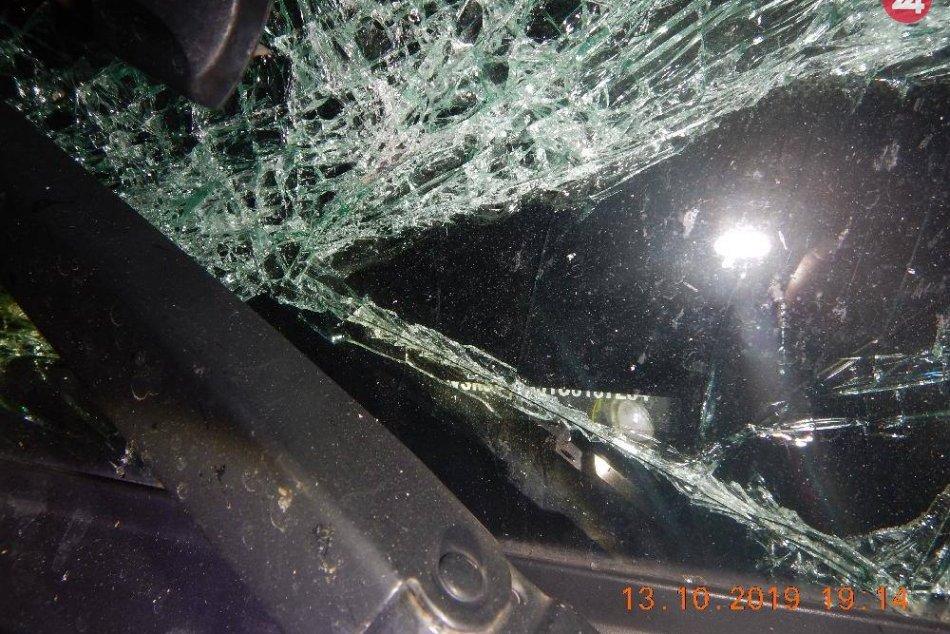 V OBRAZOCH: Zábery z večernej nehody na zvolenskej križovatke