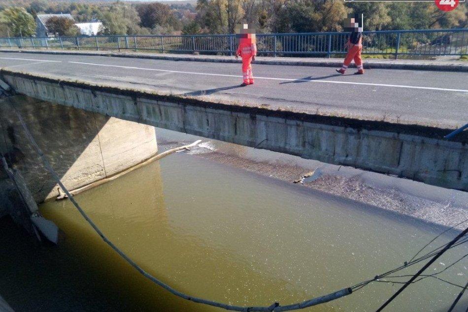 FOTO z miesta: V Strážskom sa zrútila časť mosta!