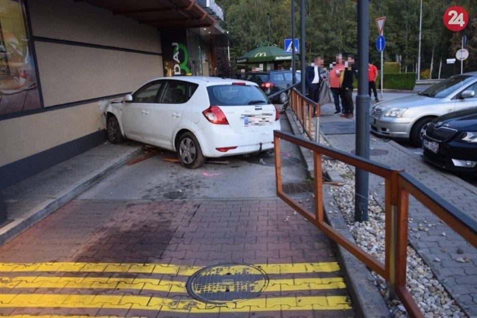 V OBRAZOCH: Zábery z miesta nehody na Námestí Ľudovíta Štúra