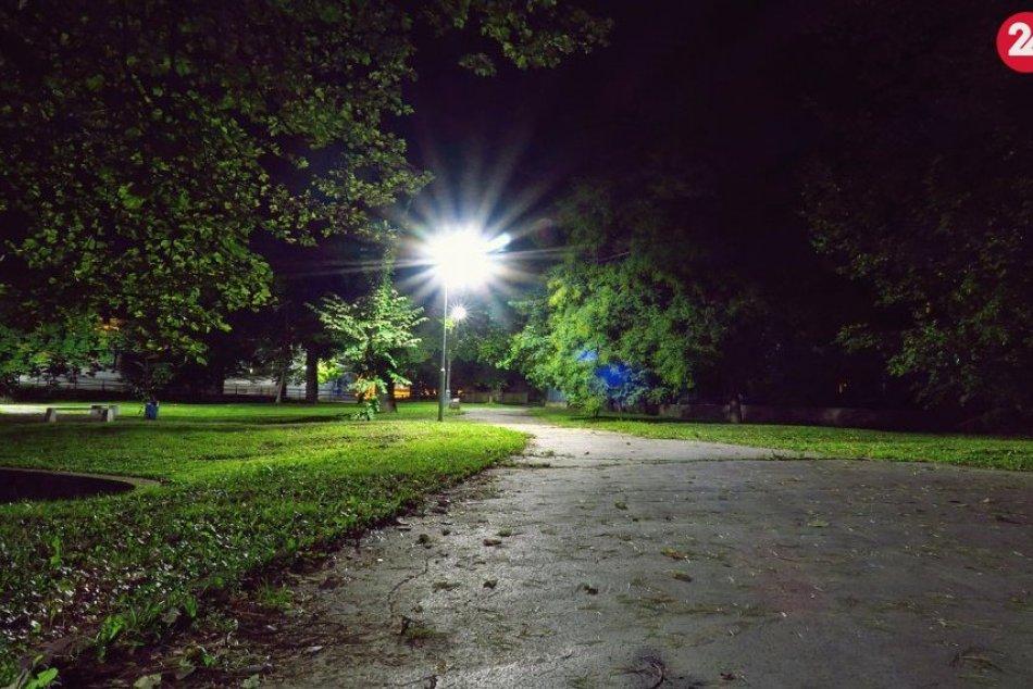 Obrazom: Póschova záhrada v nočnom šate