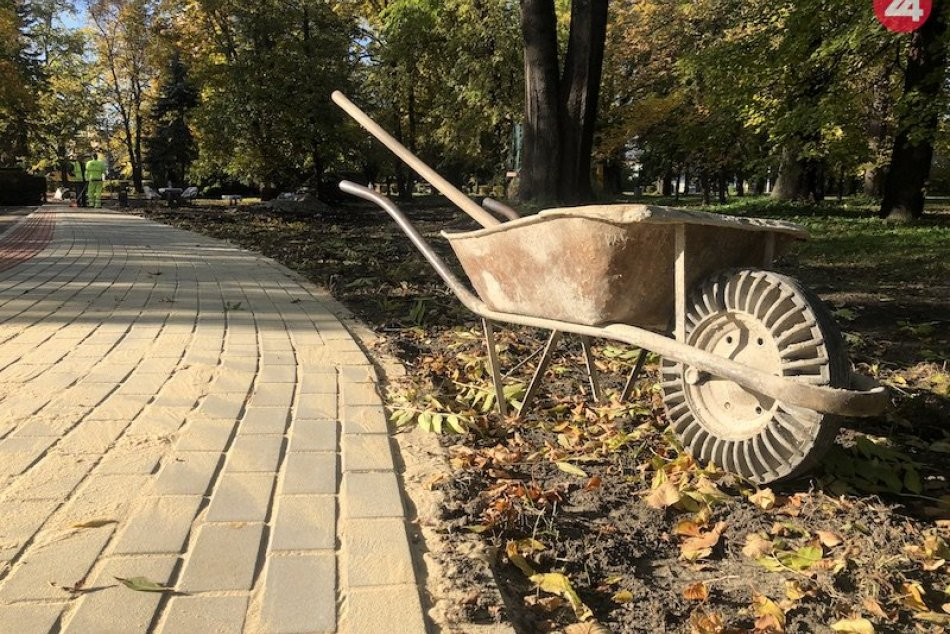 FOTO: Rekonštukcia parku v Liptovskom Mikuaši