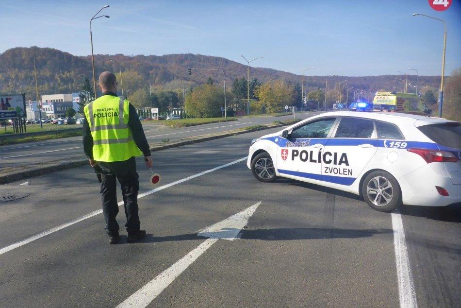 V OBRAZOCH: Auto zrazilo cyklistu. Na mieste zasahovala mestská polícia