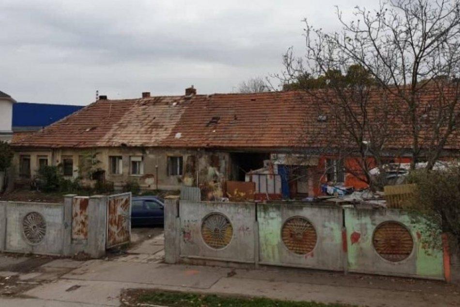 Poslanci schválili projekt prestupného bývania: Majer na Bernolákovej ulici zbúr