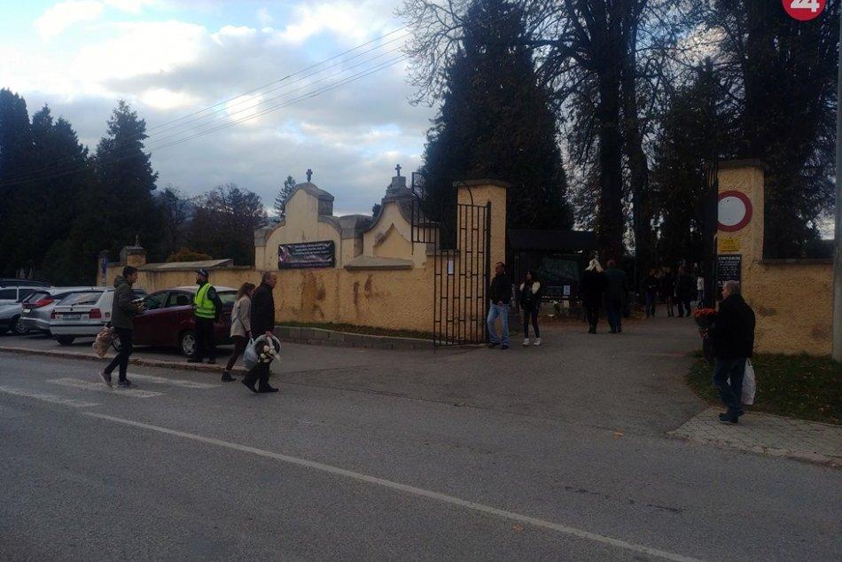 Obrazom: Na cintoríne v Rožňave zavládla sviatočná atmosféra