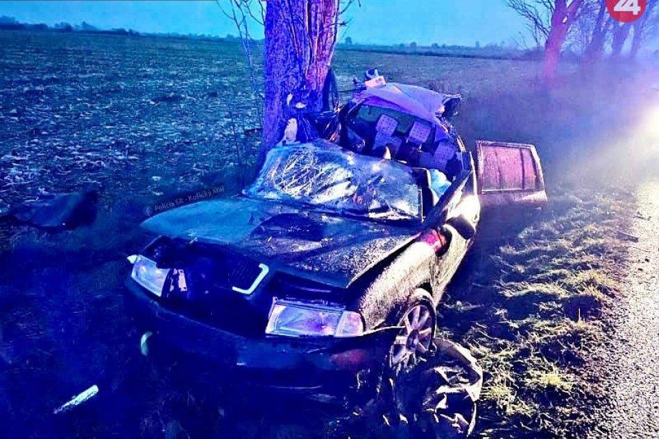 Auto vrazilo do stromu: Vážna nehoda pri Košiciach si vyžiadala jednu obeť