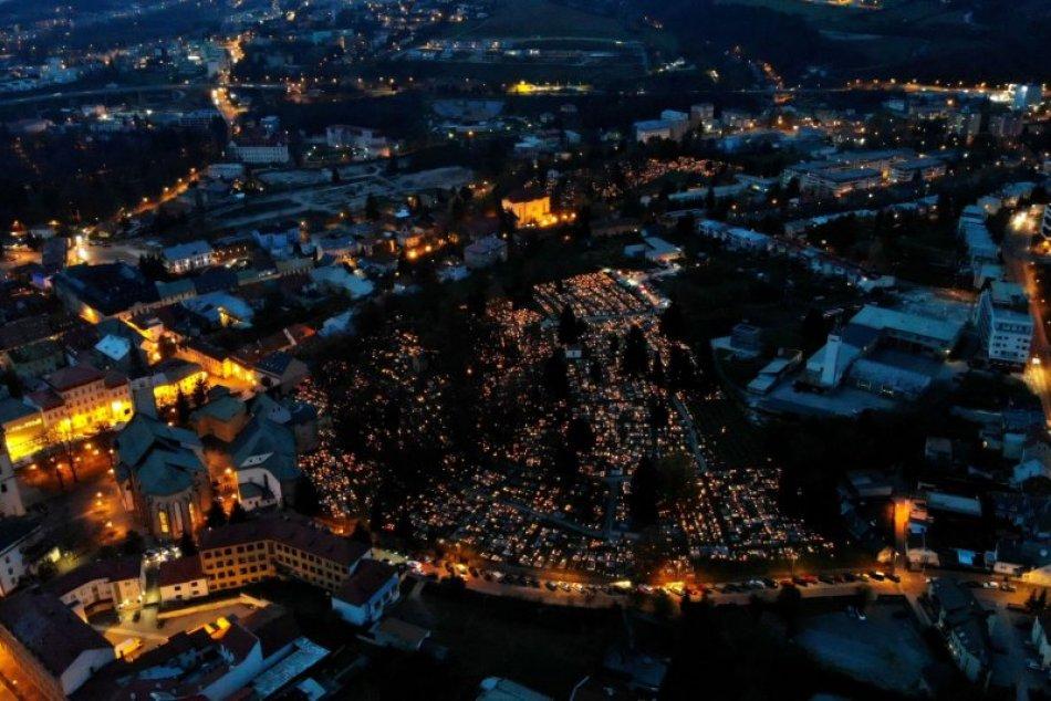 V OBRAZOCH: Úchvatné zábery centra Bystrice počas Dušičiek