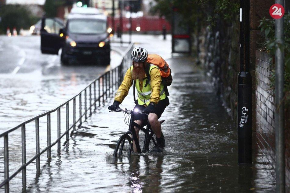 Severné a stredné Anglicko je pod vodou