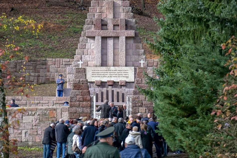 V OBRAZOCH: Deň vojnových veteránov v Kremničke a uloženie pamätných kameňov