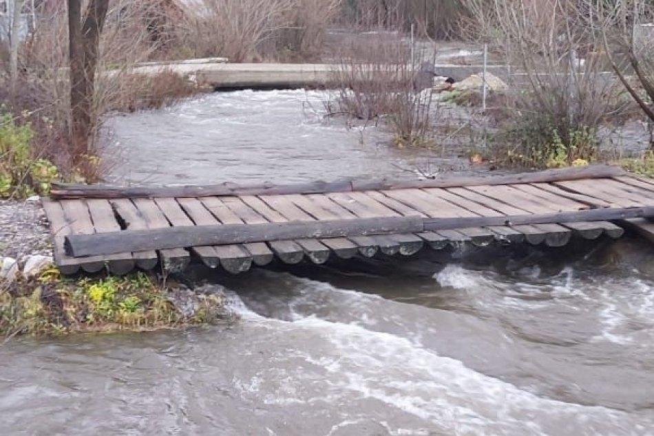 OBRAZOM: Prívalová voda vyčíňala v Mlynkách aj v Hnilci