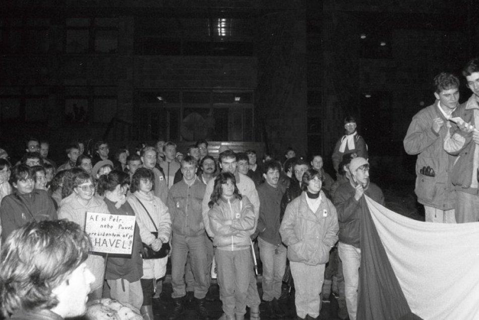 V Žiline takto pred 30 rokmi: Autentické zábery z Novembra 89
