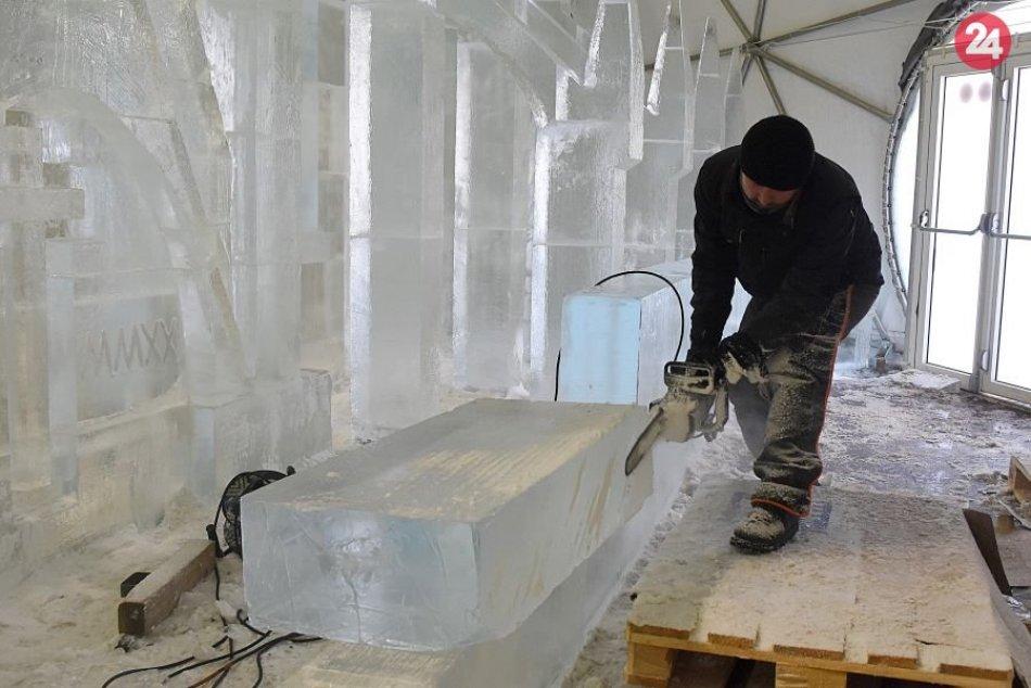Ľadová krása v OBRAZOCH: Dóm naberá reálne kontúry