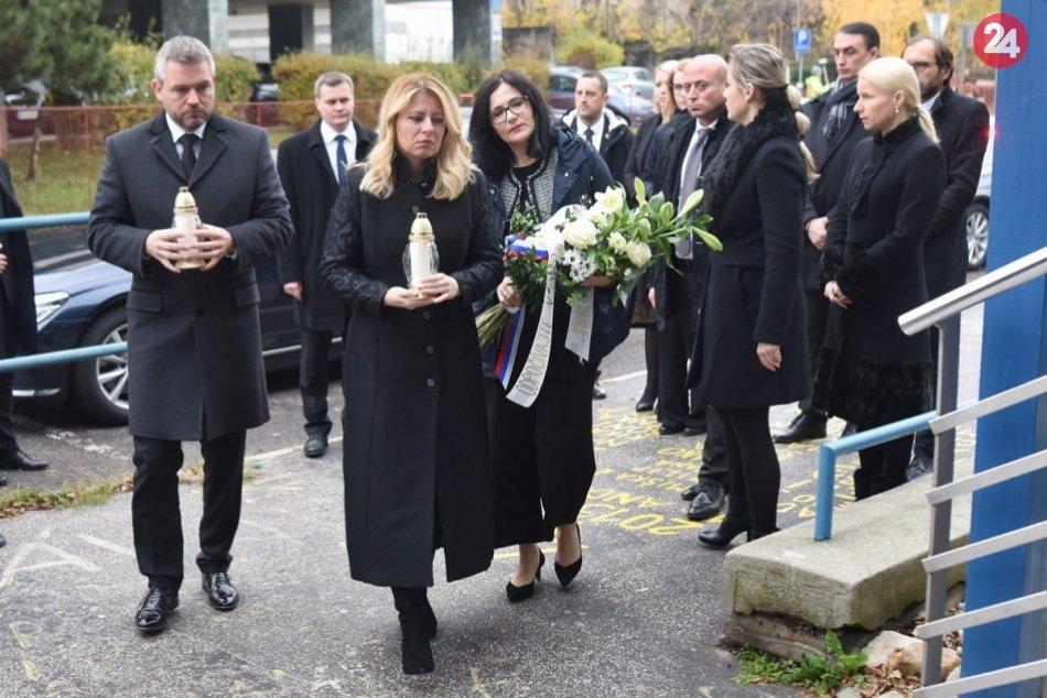 Zapálili sviečku obetiam havárie autobusu pri Nitre
