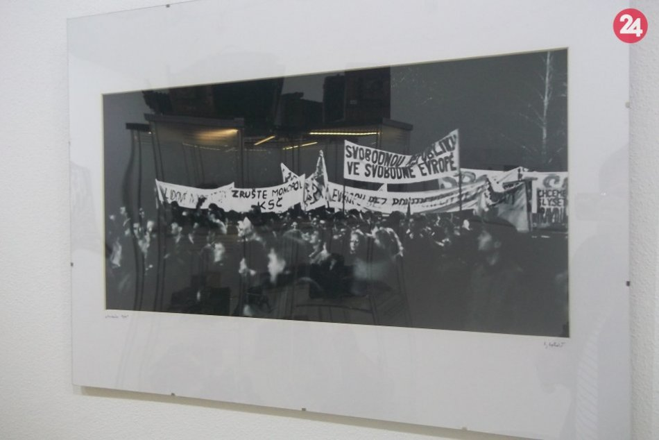 Novembrová Praha 1989: Zájdite do galérie na výstavu Igora Boháča, FOTO