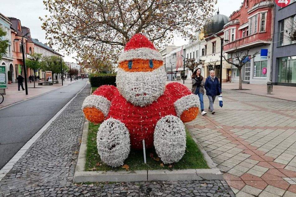OBRAZOM: Michalovce už majú vianočnú výzdobu