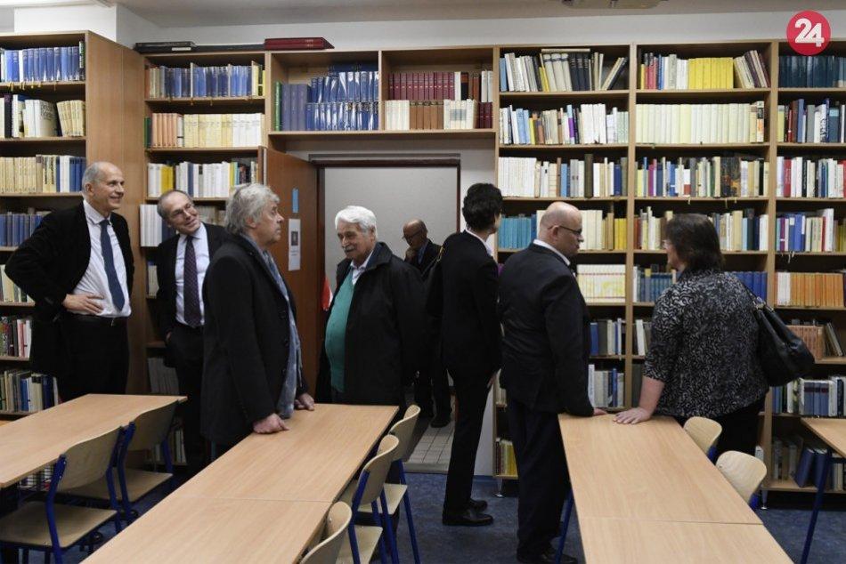 Otvorenie unikátnej knižnice na Prešovskej univerzite v OBRAZOCH