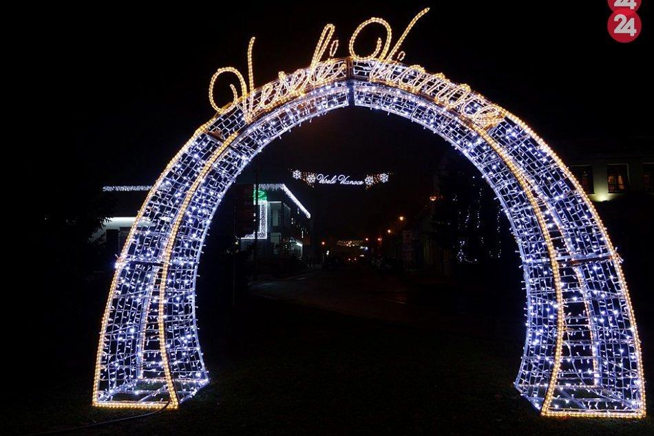 Obrazom: V centre mesta začali s inštaláciou vianočnej výzdoby