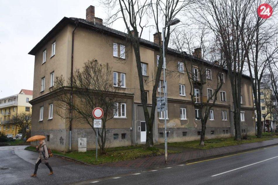 Bytový dom na Hviezdoslavovej ulici v Poprade, kde našli doma s bodným poranením