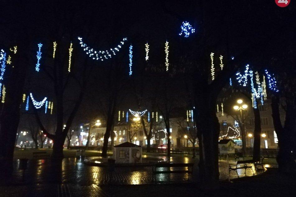 Zachytené objektívom: Vianočná výzdoba pribúda aj v Spišskej