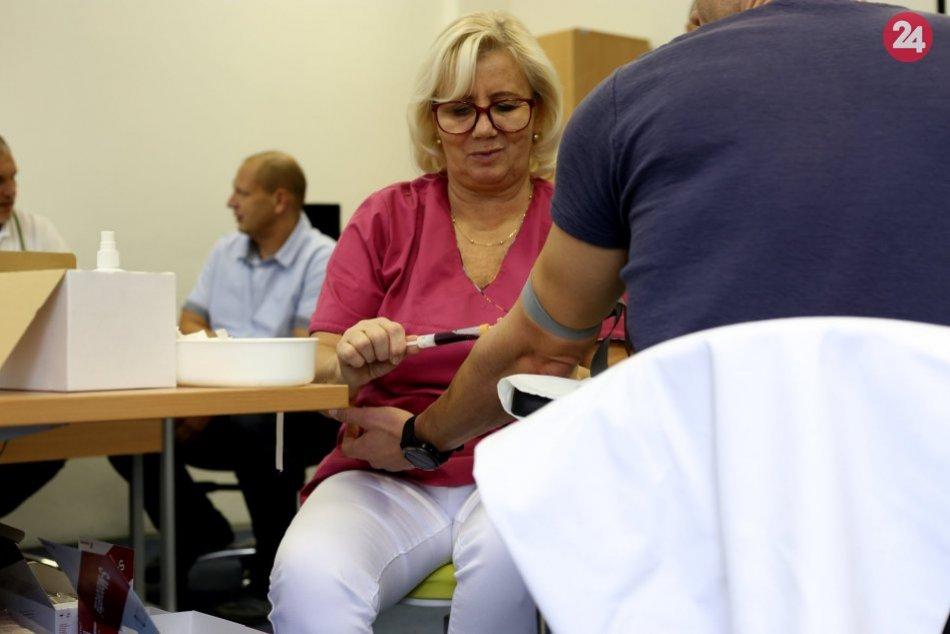 V OBRAZOCH: Policajti v Bystrici hromadne darovali krv