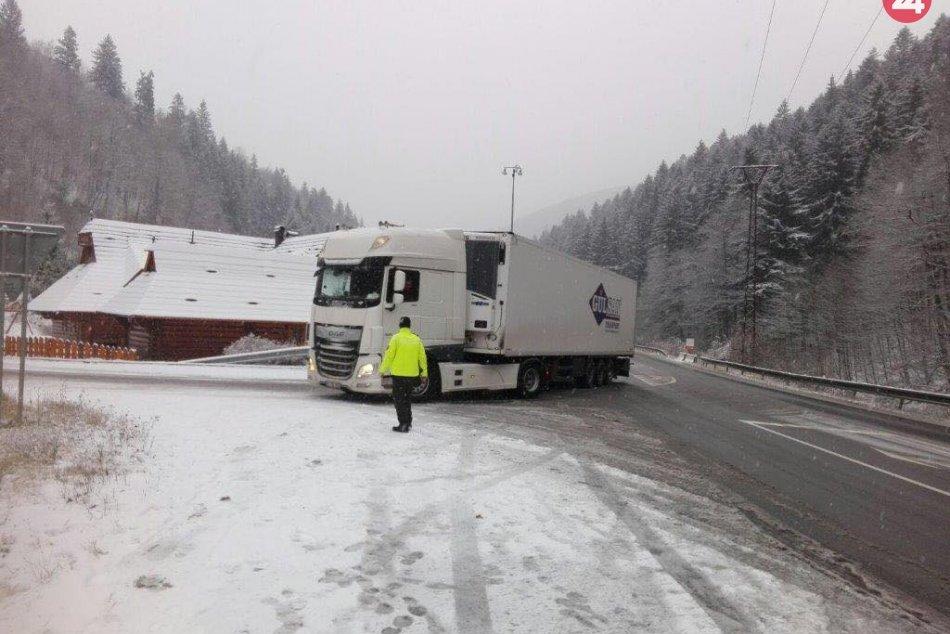 V OBRAZOCH: Donovaly uzavreli pre nákladnú dopravu nad 10 metrov
