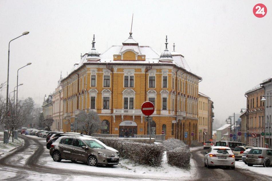 V OBRAZOCH: Bystricu zahalila prvá snehová prikrývka