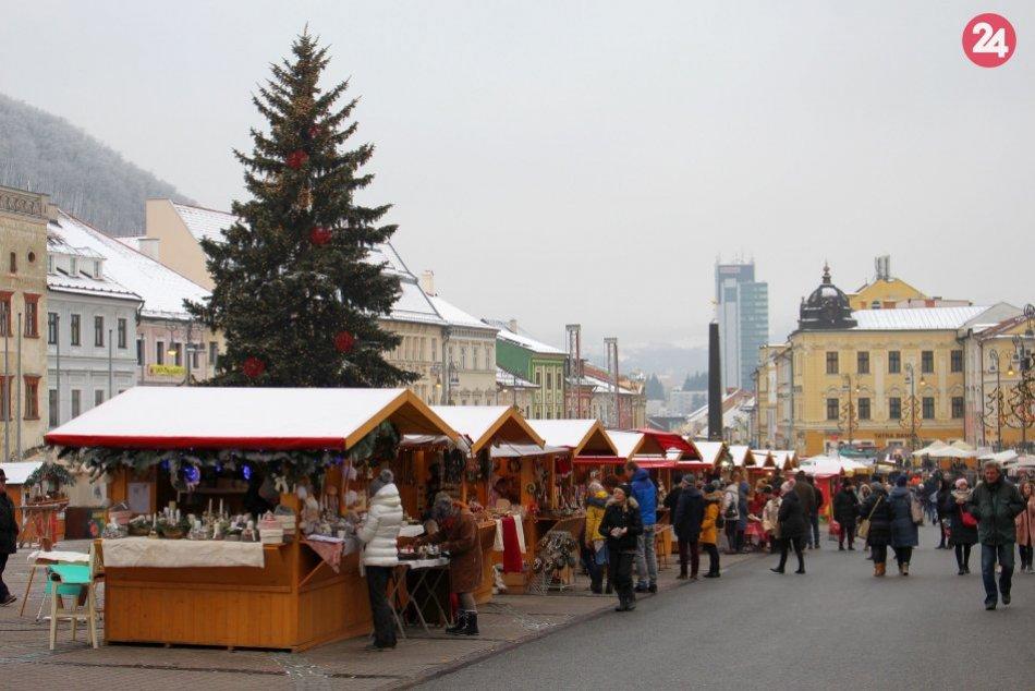 V OBRAZOCH: Vianočné trhy v Bystrici už aj so stánkami remeselníkov