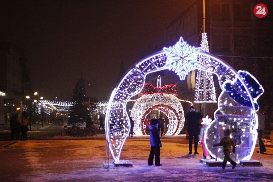 Rozsvietenie vianočnej výzdoby v Michalovciach