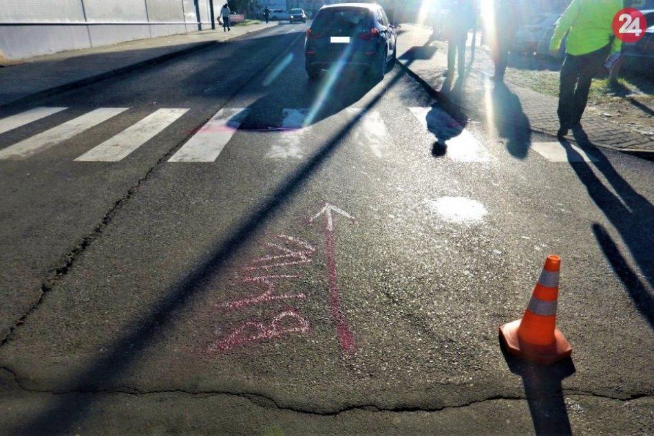 FOTO z nehody na priechode pred obchodným domom v Považskej Bystrici