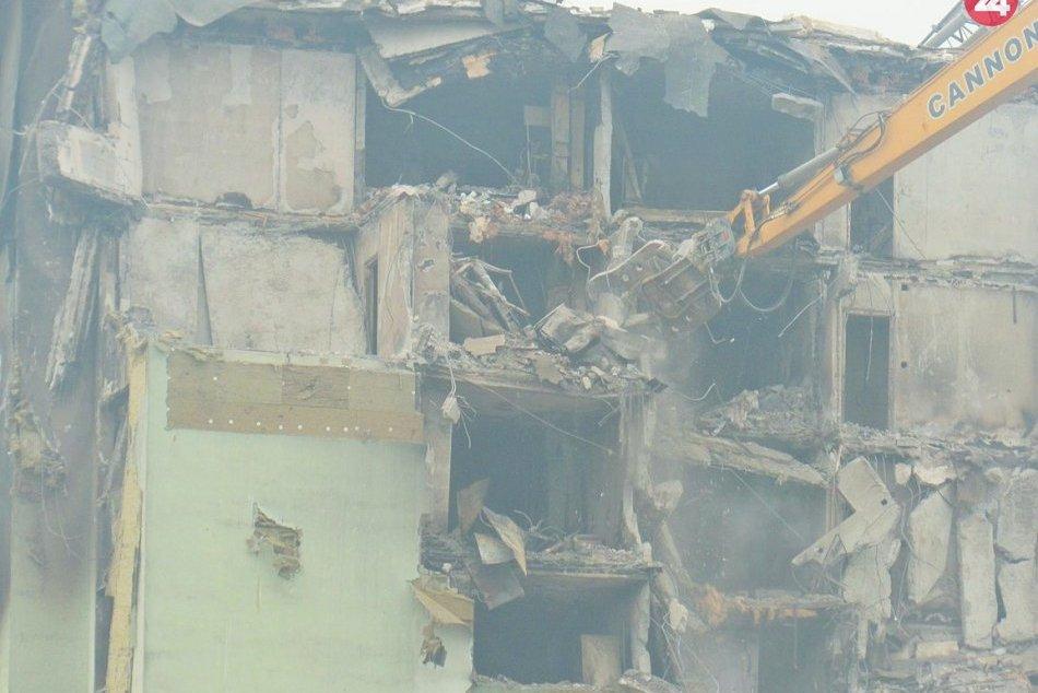 Búracie práce zničenej prešovskej bytovky v OBRAZOCH