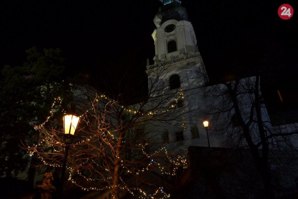 Hviezdna obloha, ovečky aj trhy: Nitriansky hrad ovládla vianočná nálada, FOTO